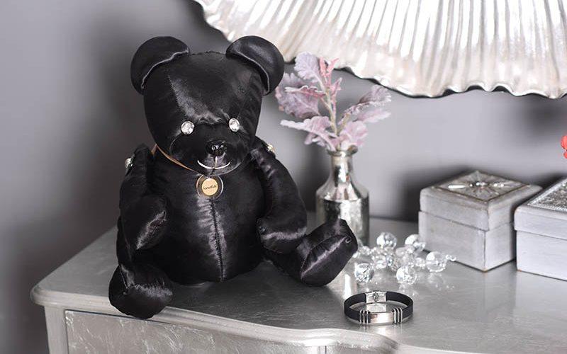 Fekete selyem maci